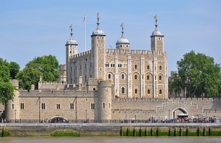 1024px-Tower_of_London_viewed_from_the_River_Thames