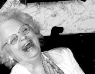 Woman laughing av Blake Campbell på Freeimages.com