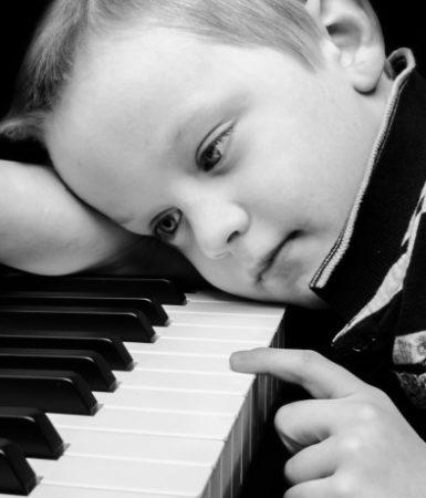 sad-boy-plays-piano